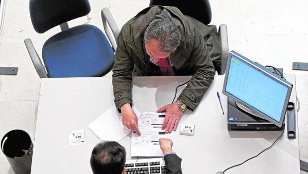 Los usuarios interesados deberán comunicar a través de la web de la Agencia Tributaria el número de su móvil o mail