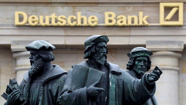 Deutsche Bank ha congelado sus procesos de contratación