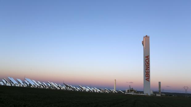 Imagen de archivo de una planta solar de Abengoa