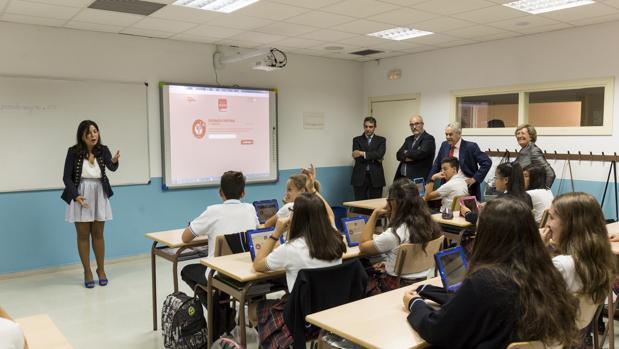 «Aprendo seguro» en acción, una de las últimas herramientas digitales para educación financiera, impulsada por UNESPA