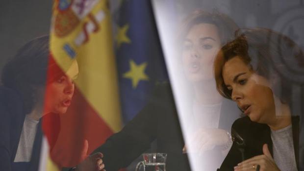 Multiexposición de la vicepresidenta del Gobierno en funciones, Soraya Sáenz de Santamaría, durante la rueda de prensa posterior a la última reunión del Consejo de Ministros