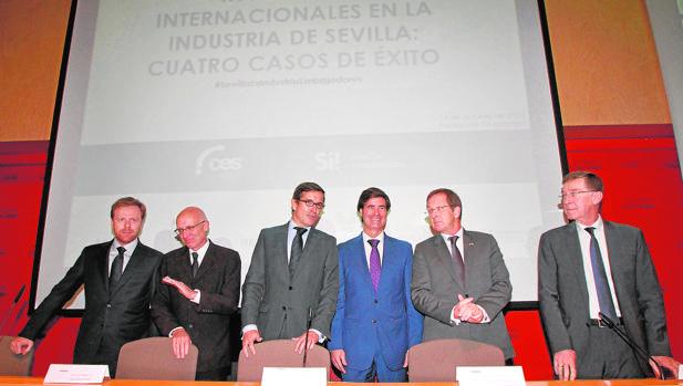 Simone Turchetta, Matthew Levin, Jorge Paradela, Miguel Rus, Matthijs van Bonzel y Jean-FrançoisCollin, ayer en el acto celebrado en la Fundación Cruzcampo