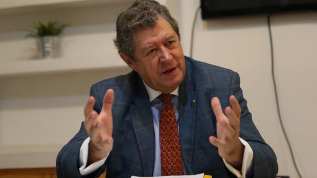 El eurodiputado Enrique Calvet, durante la entrevista