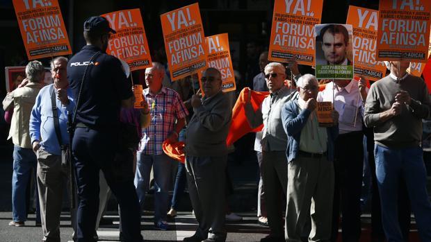 Afectados por las estafas de Fórum Filatélico y Afinsa, en una protesta