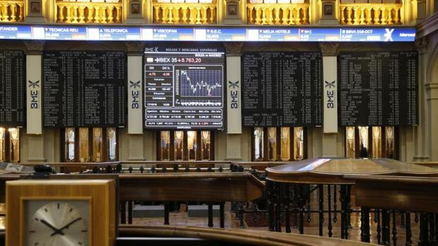 Las comisiones de los intermediarios bursátiles que gestionan sus carteras rompen su tendencia 'al alza'