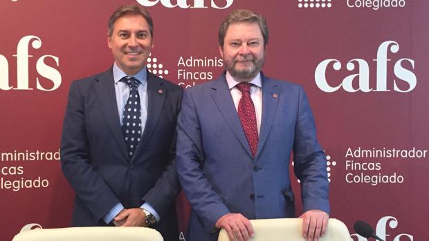El presidente del Colegio de Administradores de Fincas, Rafael del Olmo (d) y su vicepresidente José Feria (i)