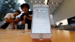 Los beneficios e ingresos de Apple retroceden por primera vez en 15 años