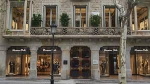 Pantallas para pedir tallas y probadores interactivos: así funciona la futurista tienda de Inditex