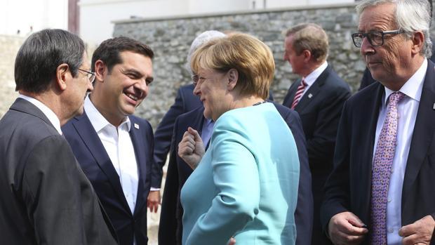 Varios dirigentes europeos conversan durante una reciente cumbre de la Unión Europea