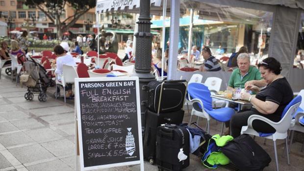 La tasa de temporalidad de los trabajadores en el turismo subió 0,3 puntos porcentuales, hasta el 38,4%
