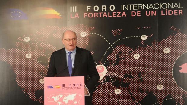 El comisario europeo de Agricultura y Desarrollo Rural, Phil Hogan, en unas jornadas organizadas por Interporc