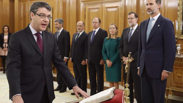 El ministro de Energía, Turismo y Agenda Digital, Álvaro Nadal, durante su juramento