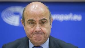 Guindos sostiene que la congelación de fondos a España sería «incoherente»