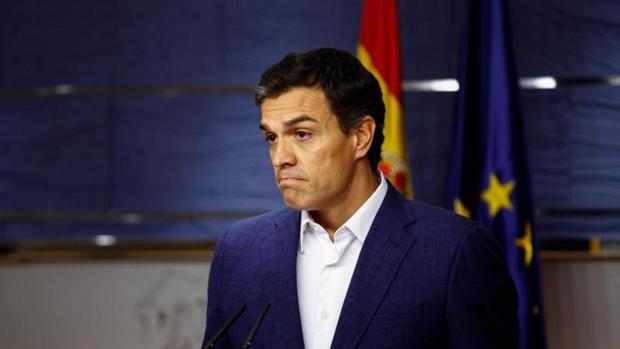 Pedro Sánchez durante el anuncio de la entrega del acta de diputado