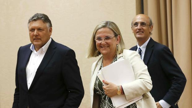Irene Garrido (c) sustituye a Iñigo Fernández de Mesa