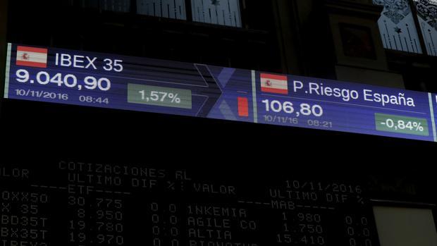Detalle de una pantalla de la Bolsa de Madrid que muestra los valores del Ibex