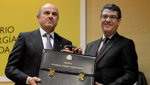 Alvaro Nadal, nuevo ministro de Energía, Turismo y Agenda Digital, con Luis de Guindos