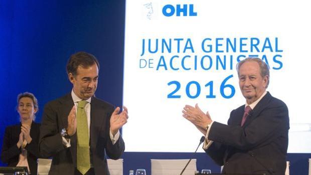 Juan Villar-Mir de Fuentes, presidente de OHL, junto a su padre