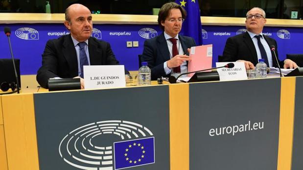 De Guindos en la comisión de Economía del Parlamento Europeo
