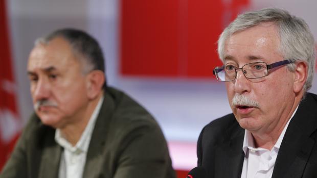 Los secretarios generales de CCOO, Ignacio Fernández Toxo (d), y de UGT, Pepe Álvarez (i)