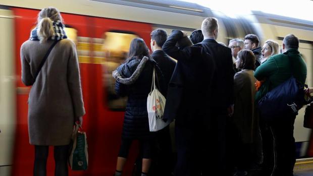 El ritmo de creación de empleo en Reino Unido sí ha bajado