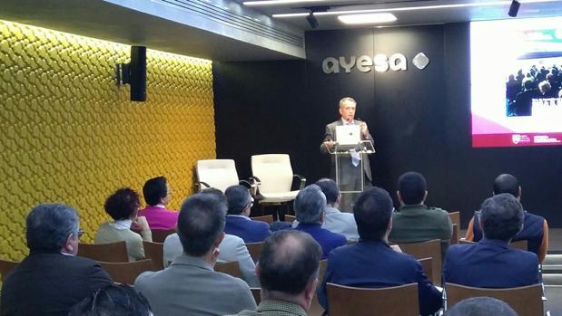 José Antonio Pérez durante la presentación del Pulsímetro