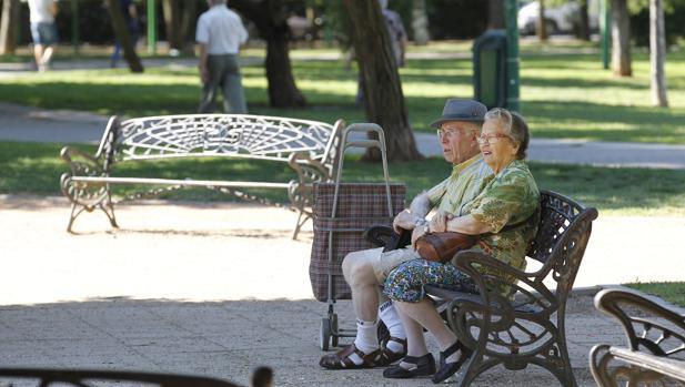 Jubildados en un parque de Córdoba