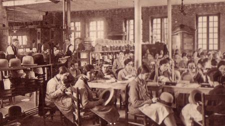 Imagen de los comienzos de la fábrica de sombreros