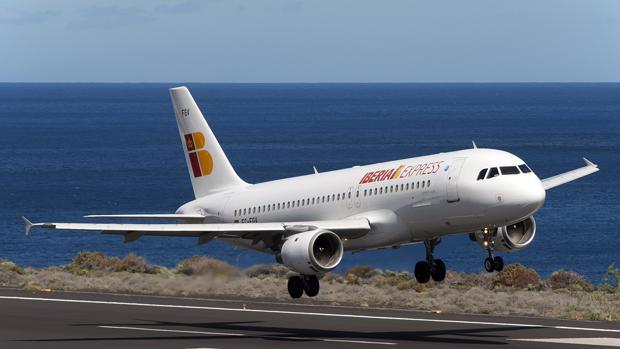Iberia Express ofrece vuelos con descuentos de hasta el 40% por el «Black Friday»
