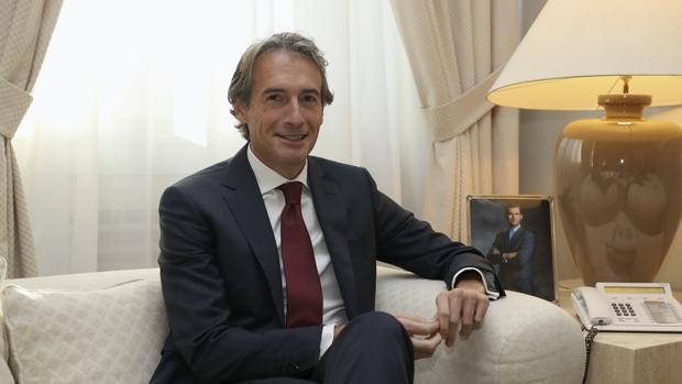 Iñigo de la Serna, ministro de Fomento, durante una entrevista