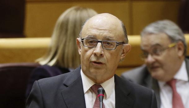 Cristobal Montoro durante su intervención en el Senado