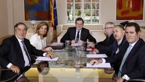 Rajoy fija líneas rojas a los agentes sociales: cumplir con el déficit y no tocar las reformas que funcionan