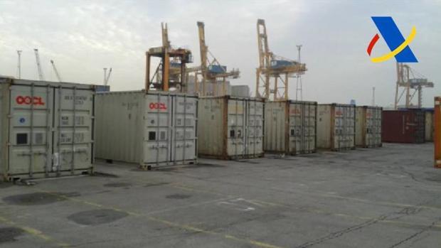 Imagen de los contenedores en los muelles de Barcelona