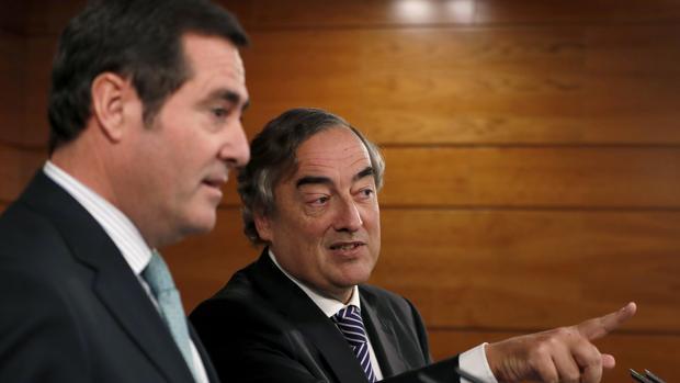 Los presidentes de la patronal CEOE y Cepyme, Juan Rosell (d) y Antonio Garamendi (i)