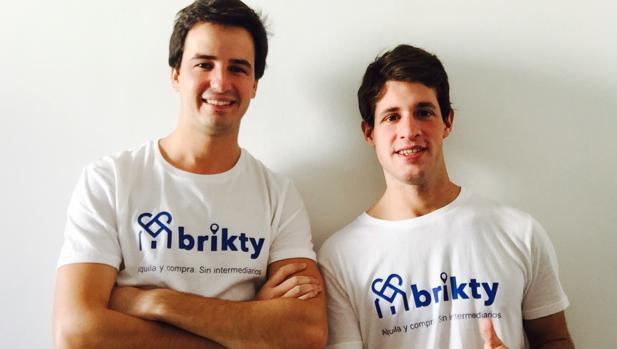 A la izquierda, Santiago Benjumea y, a la derecha, Nicolás García, los dos jóvenes que han lanzado la plaforma Brikty