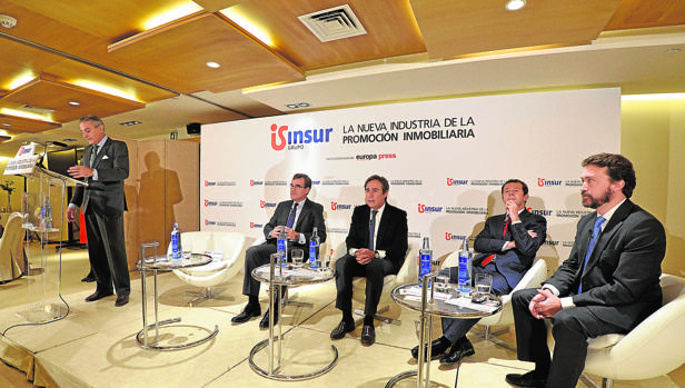 Los participantes en el encuentro «La nueva industria de la promoción inmobiliaria», celebrado en Madrid