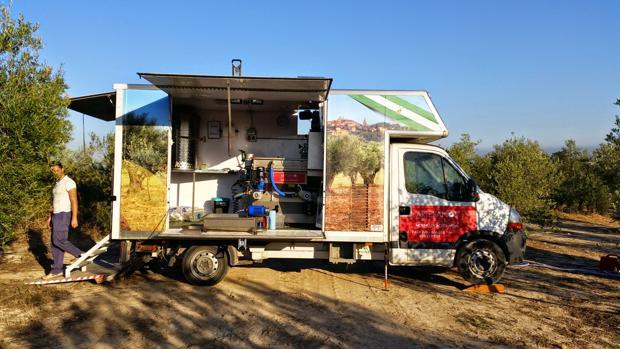 La versión «food truck» para molturar el aceite de oliva