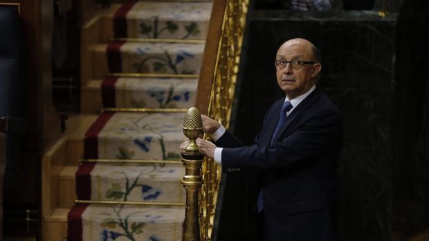 El ministro de Hacienda, Cristóbal Montoro, esta mañana en el Congreso de los Diputados