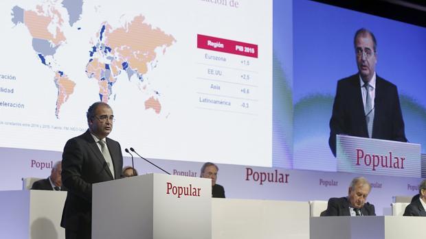 El presidente del Banco Popular, Ángel Ron, durante su intervención ante la junta general ordinaria de accionistas de abril