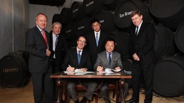 Uno de los acuerdos firmados entre Andrew Tan (Empresador) y Mauricio González Gordon