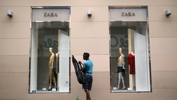 Inditex responde a los verdes y asegura que ha pagado en - Zara en cadiz ...