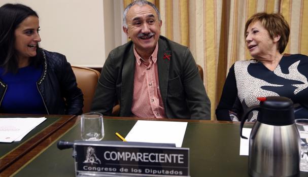 El secretario general de UGT, Pepe Álvarez (c) hoy durante su comparecencia en la Comisión del Pacto de Toledo en el Congreso de los Diputados