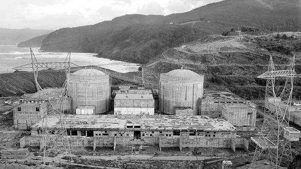 Aspecto de las obras de la central nuclear de Lemoniz en 2007