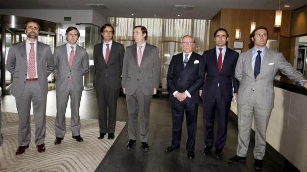 Imagen de archivo de Ruiz-Mateos con seis de sus hijos