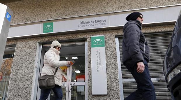 El paro baja en personas y registra el segundo mejor for Oficina de correos cordoba