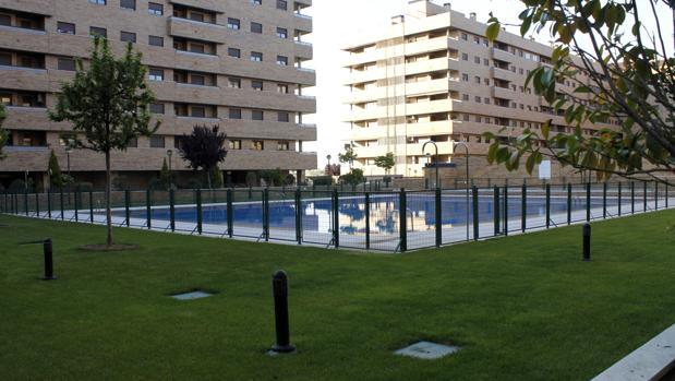 El arrendatario tiene el derecho de uso o disfrute del elemento privativo y de todos sus elementos accesorios