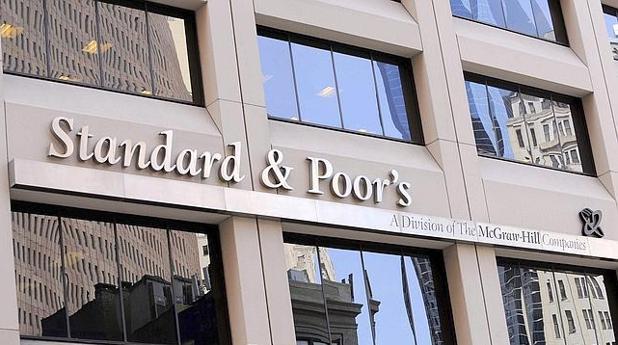 S p mantiene a bankia fuera del bono basura y da su for Oficinas de bankia en granada