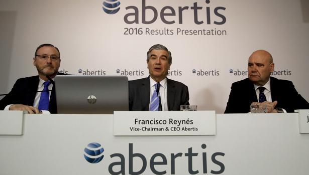 El consejero delegado de Abertis, Francisco Reynés, durante la presentación de resultados de 2016