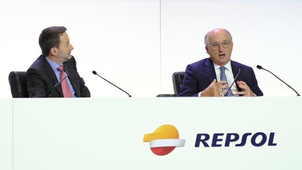 Imaz y Brufau, durante la junta de accionistas
