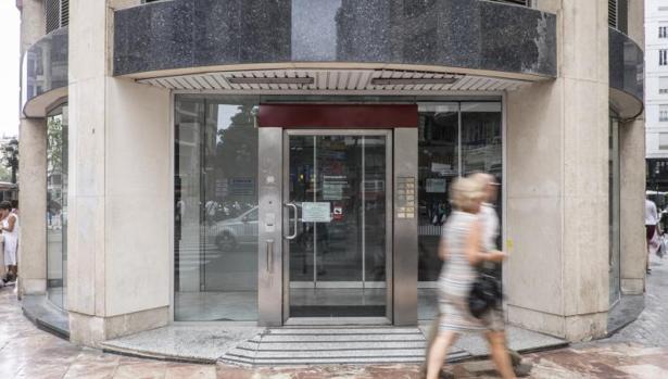 La banca online s pero tambi n banca presencial for Oficinas de bankia en granada
